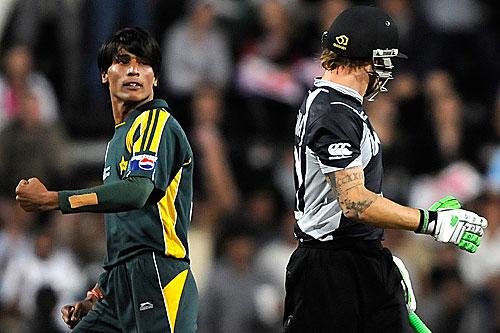 پاکستان آج تک چیمپئنز ٹرافی میں سیمی فائنل سے آگے نہیں جا سکا۔ آخری مرتبہ 2009ء میں اسے سیمی فائنل میں نیوزی لینڈ کے ہاتھوں شکست کا منہ دیکھنا پڑا (تصویر: AFP)