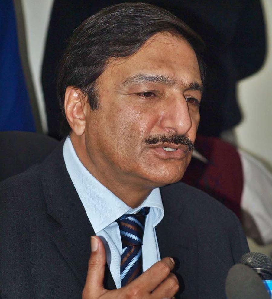 ذکا اشرف کو اکتوبر 2011ء میں صدر آصف علی زرداری نے غیر معینہ مدت کے لیے چیئرمین پی سی بی مقرر کیا تھا (تصویر: AP)