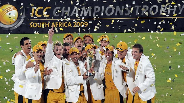 australia-with-champions-trophy-2013
