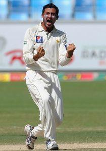 جنید خان جیسا پائے کا باؤلر موجود ہو تو محمد عامر کے لیے رونا درست رویہ نہیں لگتا (تصویر: AFP)