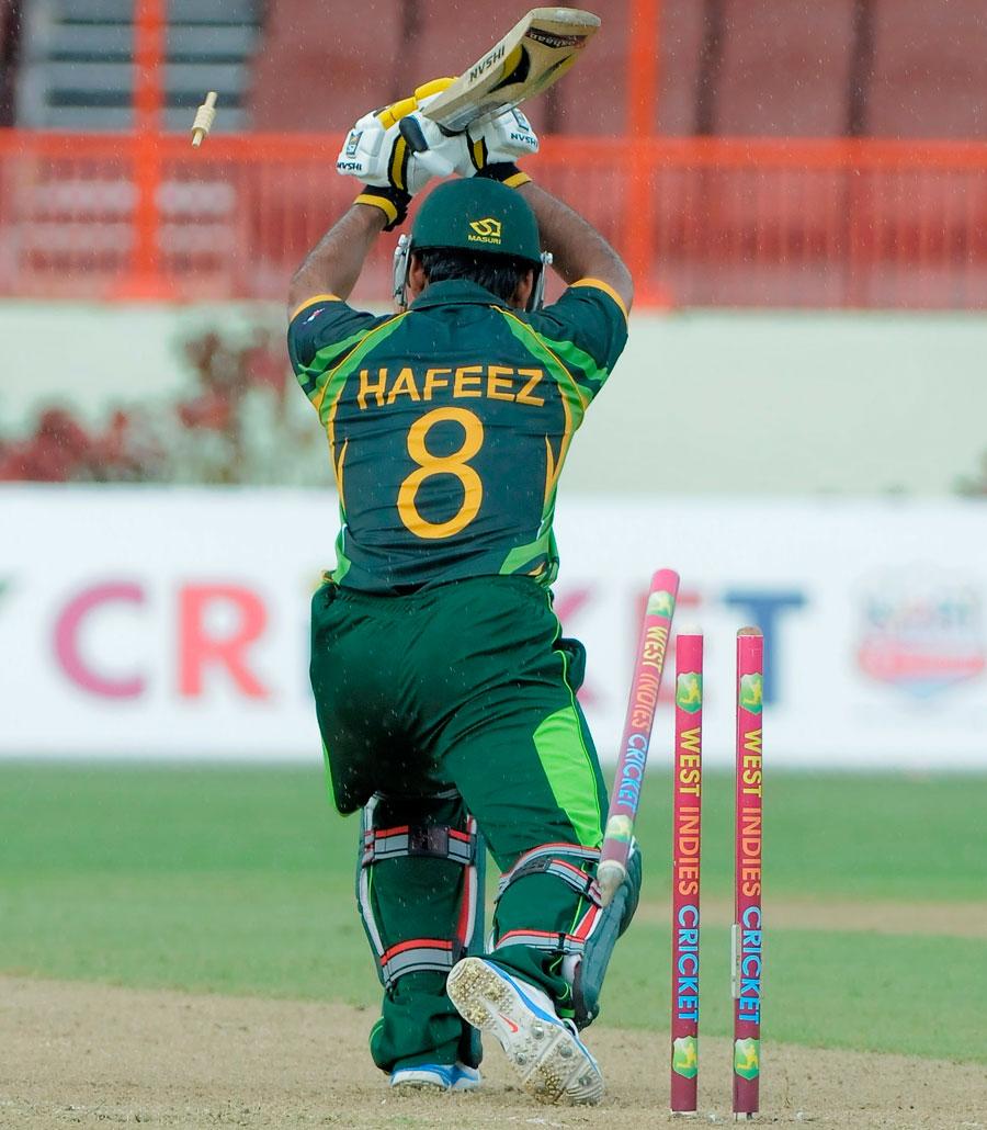 پاکستانی اننگز کا آغاز کچھ ایسا تھا، تین بلے باز گیندیں چھوڑتے ہوئے وکٹ گنوا بیٹھے (تصویر: WICB)