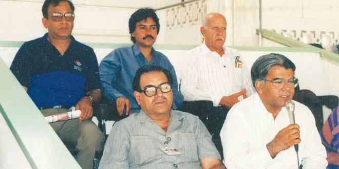 پاکستان میں کمنٹری کے دو درخشندہ ستارے، منیر حسین اور چشتی مجاہد (تصویر: PCB)