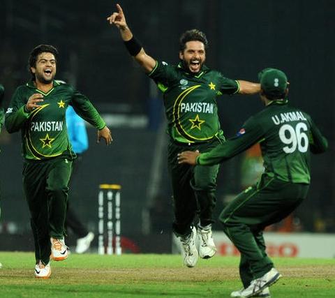 شاہد آفریدی، عمر اکمل اور احمد شہزاد تینوں کو ون ڈے اور ٹی ٹوئنٹی دونوں ٹیموں میں شامل کیا گیا ہے (تصویر: Getty Images)