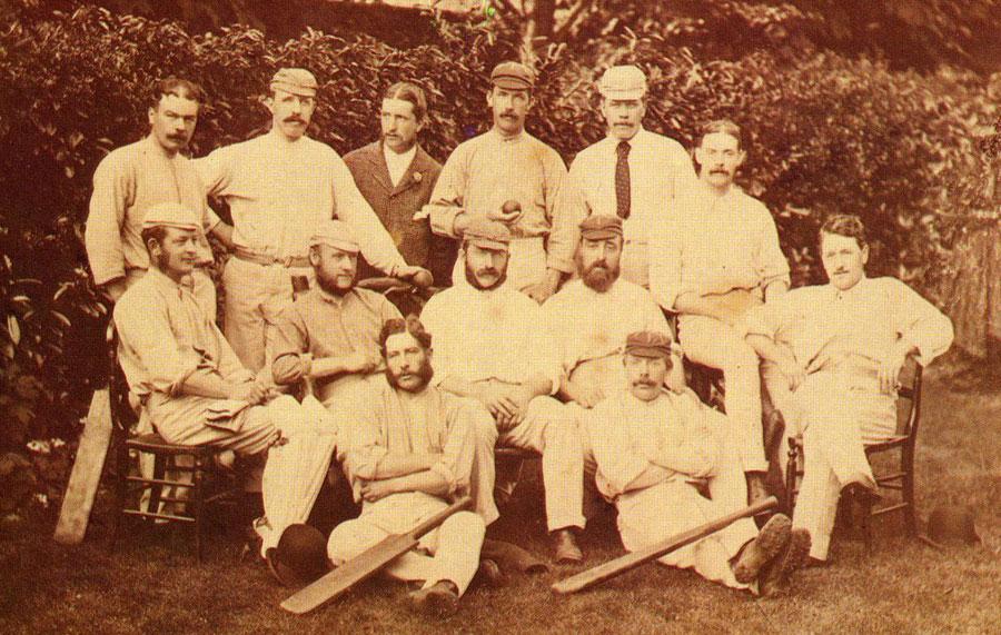 ملبورن میں کرکٹ تاریخ کا پہلا ٹیسٹ کھیلنے والی آسٹریلین ٹیم (تصویر: ESPNCricinfo)