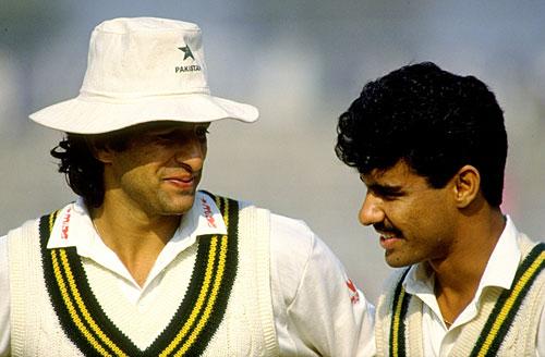 1994ء میں سری لنکا کے خلاف کانڈی ٹیسٹ میں وسیم اکرم اور وقار یونس نے مل کر سری لنکا کو ڈھیر کیا تھا (تصویر: Getty Images)