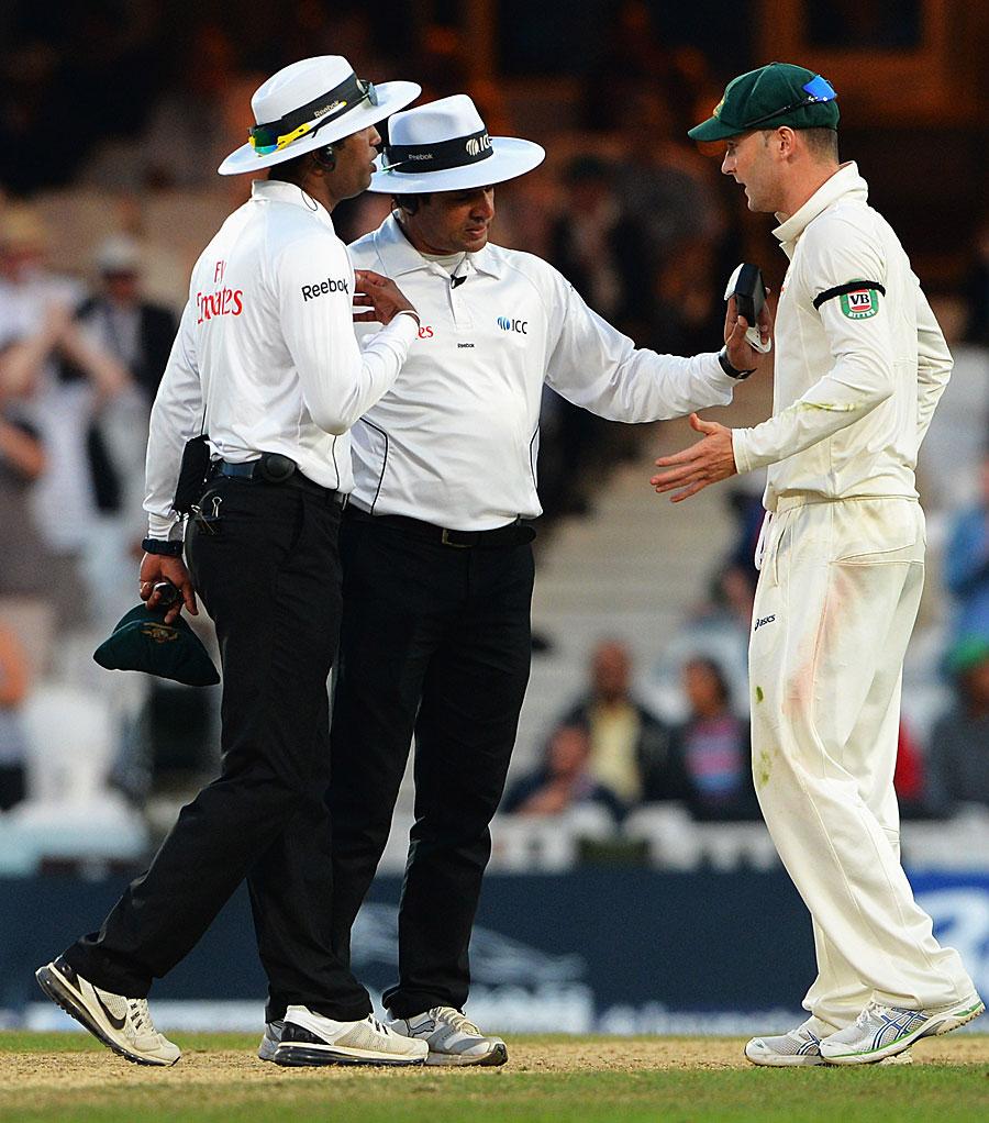 مقابلہ ختم کرنے کے اعلان نے انگلستان اور کلارک کو روکنے پر آسٹریلیا علیم ڈار سے ناراض (تصویر: Getty Images)