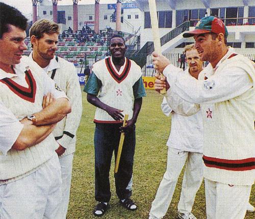 1998-99ء کی سیریز میں زمبابوے نے پاکستان کو پاکستان میں ایک-صفر سے شکست دی تھی (تصویر: AFP)