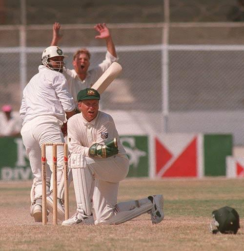 پاک-آسٹریلیا کراچی ٹیسٹ 1994ء؛ یہ منظر نہ کبھی انضمام بھولیں گے اور نہ کبھی این ہیلی اور شین وارن، ایک یادگار مقابلہ (تصویر: Getty Images)