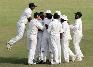 تنخواہوں سے محروم اور ہڑتالیں کرنے والے زمبابوین کھلاڑیوں نے کارنامہ انجام دے ڈالا (تصویر: AFP)