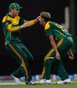 عمران طاہر نے مصباح، اسد اور عمر اکمل سمیت چار پاکستانی کھلاڑیوں کو آؤٹ کیا (تصویر: AFP)