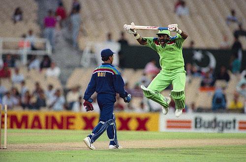 بھارت کے گھٹیا رویے کے باوجود اس طرح کے مواقع پرہم ان کے کھلاڑیوں کی تعریفیں کرنے لگتے ہیں: میانداد (تصویر: PA Photos)