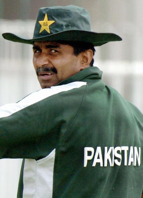 محسن خان اور ظہیر عباس کے بعد جاوید میانداد بھی چیئرمین کے عہدے کے لیے میدان میں کود پڑے ہیں (تصویر: AFP)