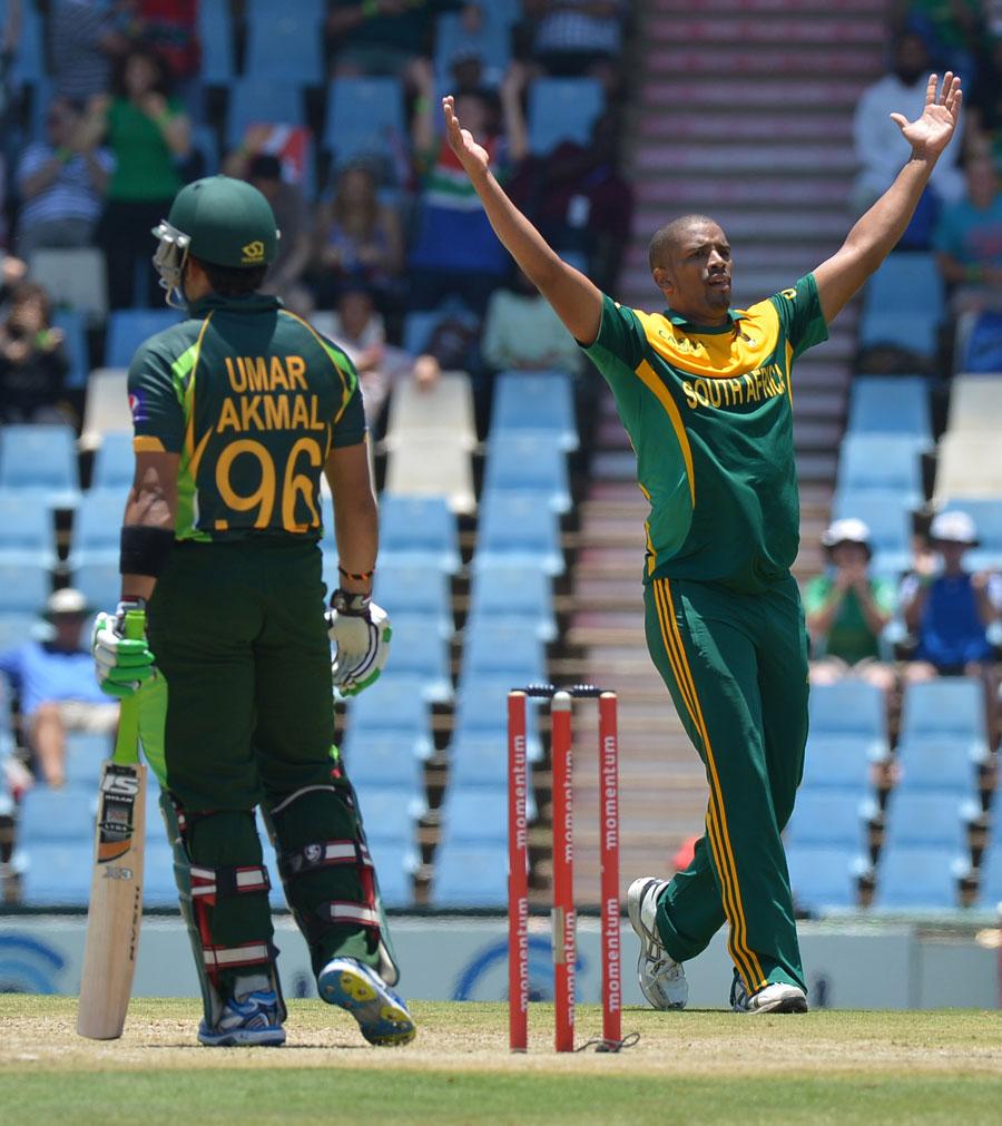 فلینڈر کی عمدہ باؤلنگ نے ابتداء ہی میں پاکستان کے جیتنے کے امکانات ختم کردیے (تصویر: AFP)