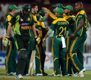 دونوں میچز میں شکست میں میں عجیب و غریب فیصلوں نے ٹیم کو شکست کی جانب دھکیلا (تصویر: AFP)