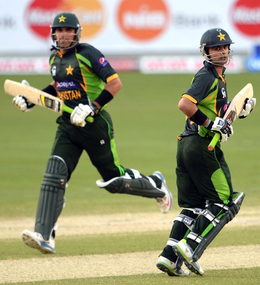 احمد شہزاد اور مصباح الحق کی شراکت داری نے پاکستانی بلے بازی کو سہارا دیا (تصویر AFP)