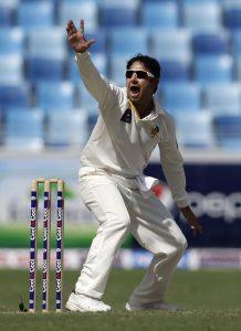 سعید اجمل ساتویں پاکستانی باؤلر ہیں جنہوں نے بین الاقوامی کرکٹ میں 400 وکٹیں حاصل کیں (تصویر: AFP)