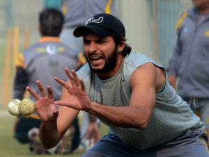 شاہد گیندبازی کے ساتھ ساتھ بیٹنگ میں بھی جوہر دکھانے کے خواہشمند (تصویر: AFP)