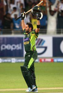 شاہد کو اپنی ذمہ داری کا پورا احساس کرنا ہوگا کہ گیندبازی میں کمال کے ساتھ بلے سے بھی رنز اگلیں (تصویر: Getty Images)