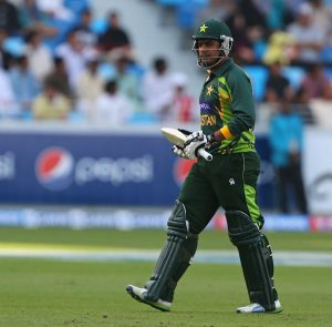 نوجوان کھلاڑی کی آمد سے اب پاکستانی اننگز کے دھڑام سے گرنے کے امکانات کافی کم ہیں (تصویر: AFP)