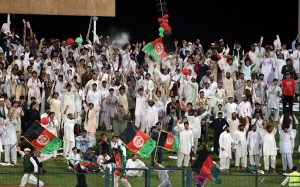 افغانستان کی حوصلہ افزائی کے لیے شارجہ میں ہزاروں افغان تماشائی موجود تھے (تصویر: ICC)
