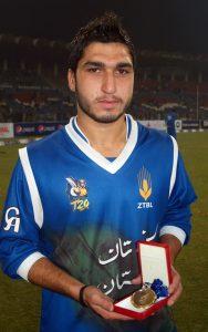 عثمان شنواری نے فائنل میں صرف 9 رنز دے کر 5 وکٹیں حاصل کیں جس میں مصباح الحق کی قیمتی وکٹ بھی شامل تھی (تصویر: Farhan Nisar)