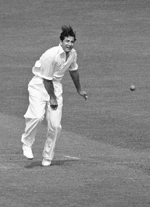 فضل محمود نے صرف 42 رنز دے کر 7 وکٹیں حاصل کیں اور پاکستان کو تاریخی فتح سے ہمکنار کیا (تصویر: PA Photos)