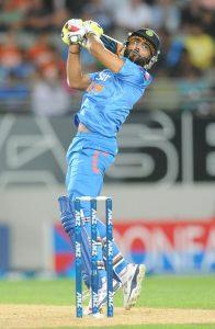آخری اوور میں جدیجا کے دو چوکوں اور ایک چھکے نے بھارت کو یقینی شکست سے بچایا (تصویر: AP)