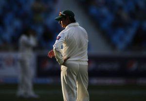 سعید اجمل کی ناکامی کی وجہ سے پاکستانی باؤلنگ بے بسی کی تصویر بنی دکھائی دیتی ہے (تصویر: AP)