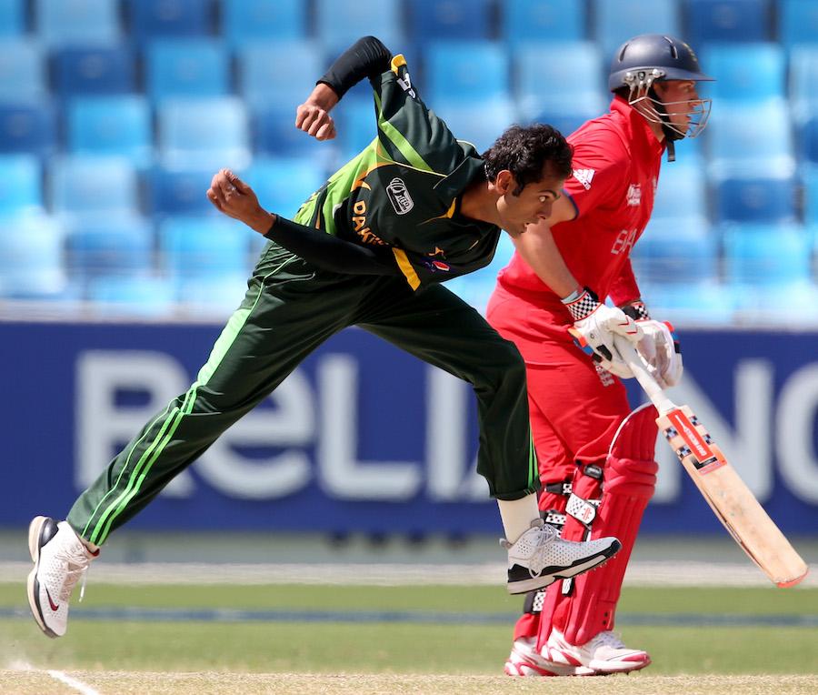 پاکستان نے انگلستان کے دونوں اوپنرز کو صفر پر آؤٹ کیا اور مقابلے میں برتری حاصل کی (تصویر: ICC)
