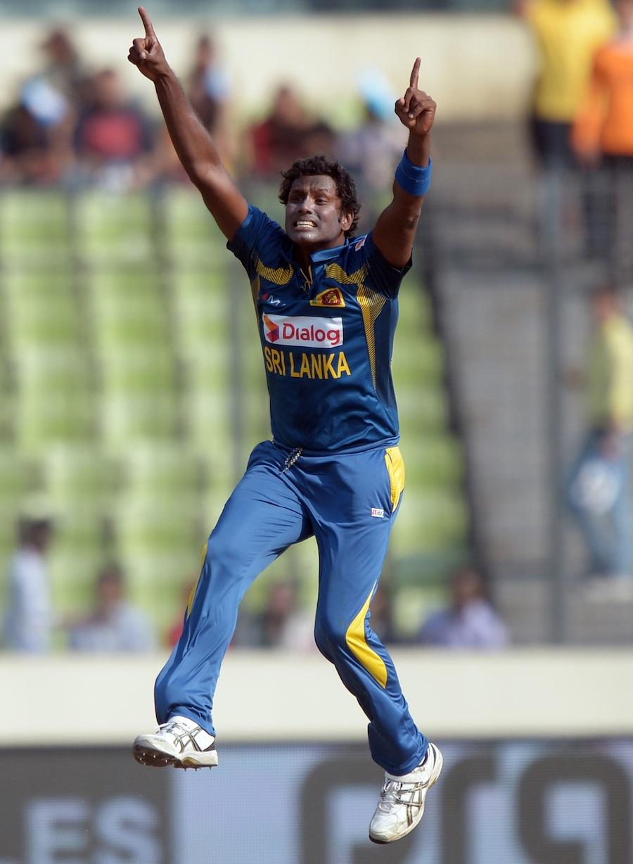 سری لنکا کا قائد نوجوان ہے، مستقل پر نظر رکھنے والا اور فطرتاً جارح مزاج ہے جو شکست سے بچنے کے لیے نہیں بلکہ جیت کے کھیلتا ہے (تصویر: AFP)
