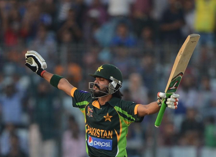 فواد عالم کے ایک روزہ کیریئر کی پہلی سنچری بہت شاندار تھی، بدقسمتی سے پاکستان کو جتوا نہ سکی (تصویر: AFP)