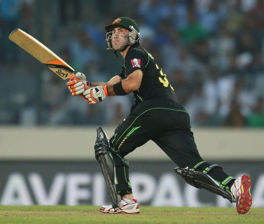 میکس ویل کی 33 گیندوں پر 74 رنز کی طوفانی اننگز پاکستان کی گرفت سے مقابلہ نکال لے گئی لیکن ان کے بعد کوئی بلے باز ہدف کی جانب پیشرفت برقرار نہ رکھ سکا (تصویر: Getty Images)