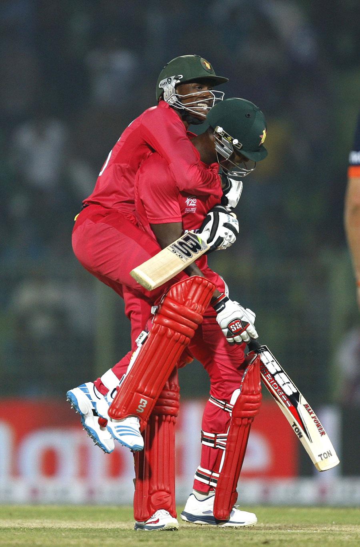 آخری گیند پر درکار ایک رن کے حصول کے لیے ووسی سبانڈا نے شاندار چھکا لگایا (تصویر: ICC)