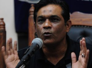 یہ نجم سیٹھی کی ''چڑیا'' کا ہی کمال ہے جس نے بڑے بڑے شِکروں کو شکار کرلیا ہے (تصویر: AFP)