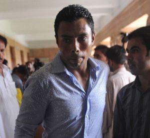 ڈیڑھ سال پہلے تاحیات پابندی کی سزا سننے والے دانش کنیریا پاکستان کے نوجوان کھلاڑیوں کے ساتھ ایکشن میں نظر آئے (تصویر: AFP)