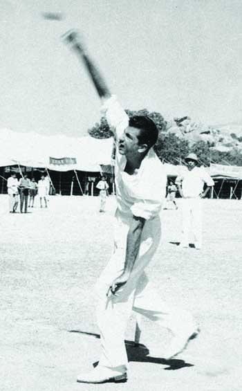 فضل محمود نے کپتان کی حیثیت سے پہلے ہی مقابلے میں 7 وکٹیں حاصل کیں اور فتح میں کلیدی کردار ادا کیا (تصویر: PCB)