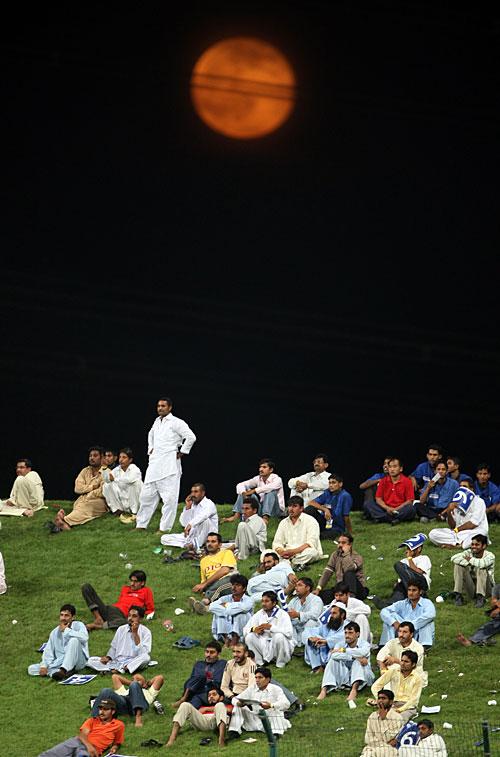 ابوظہبی، دبئی اور شارجہ پانچ سال سے پاکستان کے میزبان ہیں، لیکن اب یہاں ہونے والے مقابلوں سے پاکستانی کھلاڑی ہی غائب ہیں (تصویر: AP)