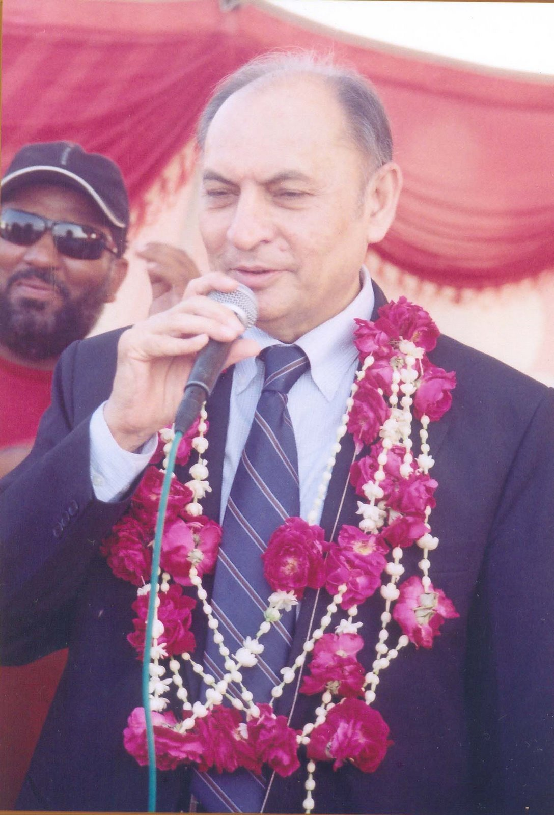 کراچی سٹی کرکٹ ایسوسی ایشن کے نومنتخب صدر پروفیسر اعجاز فاروقی (فائل فوٹو)