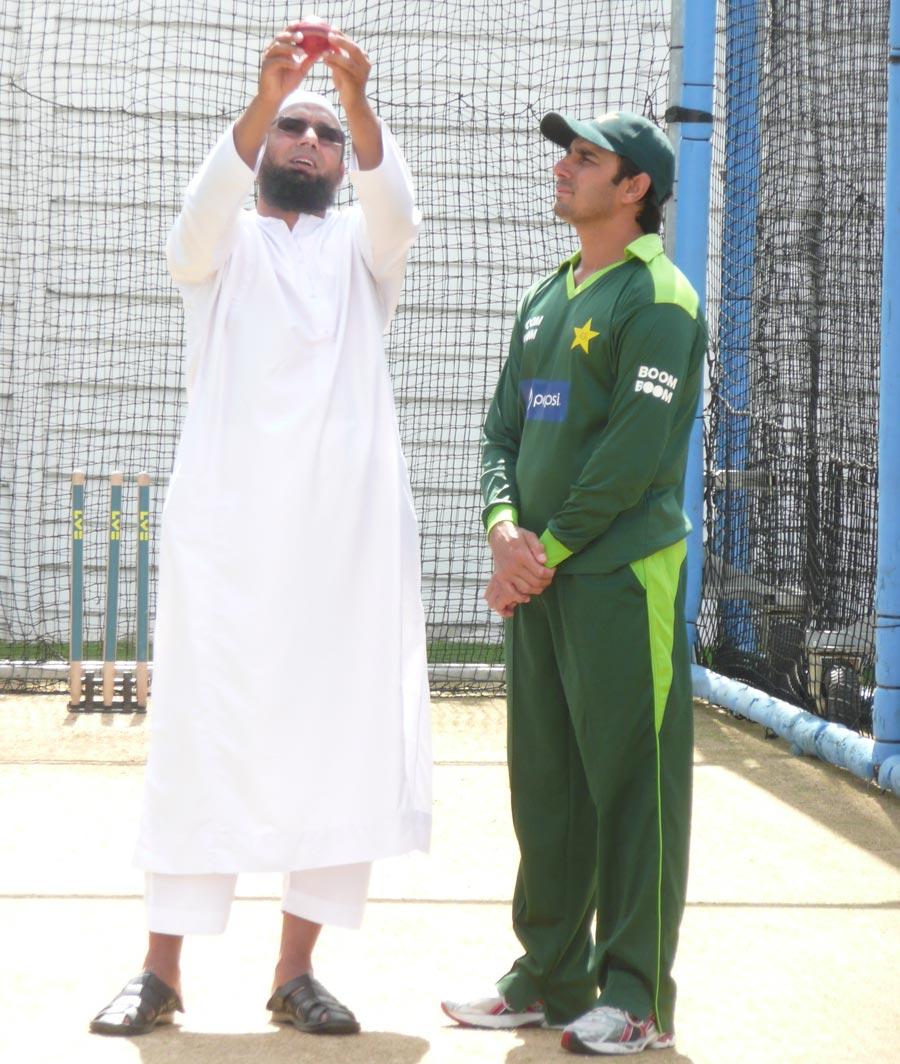 ثقلین کے پاس بہترین موقع تھا کہ وہ صحیح معنوں میں ملک کی خدمت کرکے پاکستان کو کچھ لوٹاتے، لیکن انہوں نے یہ موقع ضائ کردیا (تصویر: Cricinfo)
