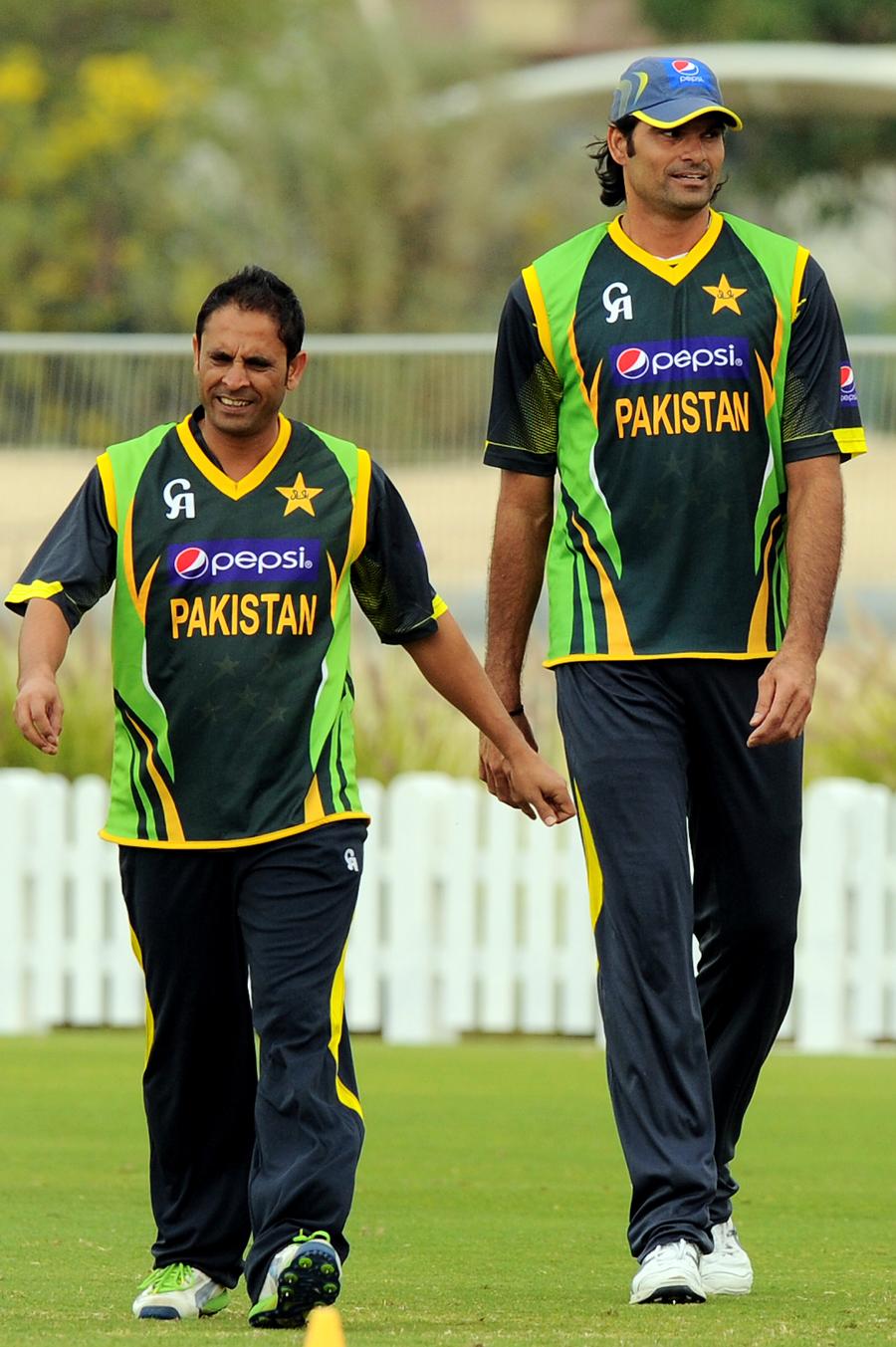 پاکستان کے لیے اس سے بڑی بدقسمتی کوئی نہ ہوگی کہ وہ ورلڈ کپ میں محمد عرفان (دائیں) کی خدمات سے محروم ہوجائے (تصویر: AFP)