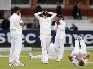 انگلستان کے لیے یہ ڈرا شکست سے کم ڈراؤنا نہیں تھا، وہ فتح کے بہت قریب آئے، بس قسمت ساتھ نہ دے سکی (تصویر: Getty Images)