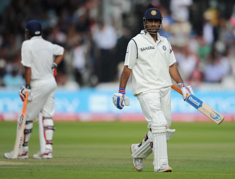 دھونی ان مایوس کن مناظر کو بھلا دینا چاہیں گے، جب بھارت کو انگلستان کے خلاف کلین سویپ ہوا تھا (تصویر: Getty Images)