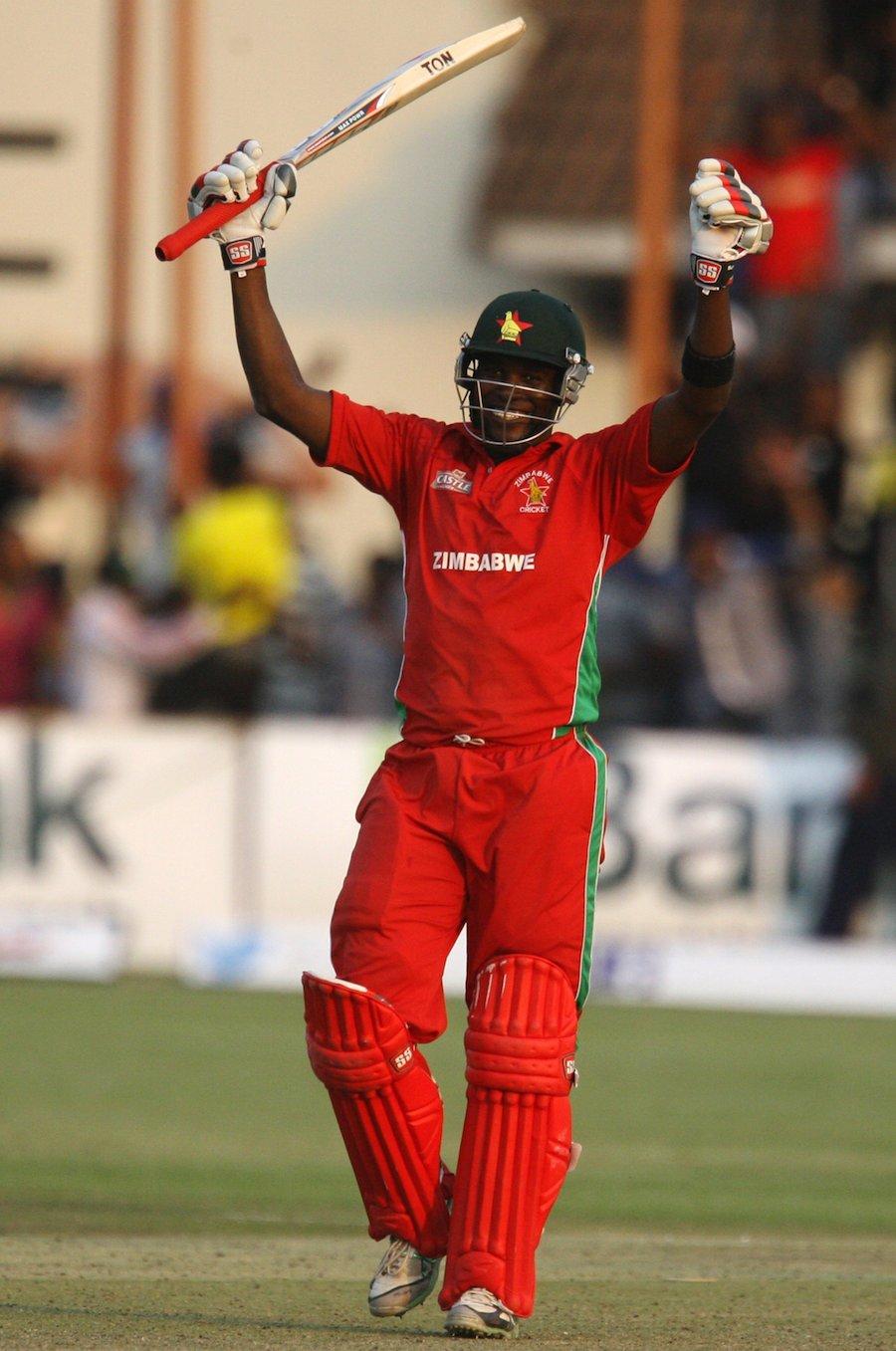 کپتان چگمبورا نے 68 گیندوں پر 52 ناقابل شکست رنز بنائے اور میچ کے بہترین کھلاڑی قرار پائے (تصویر: AFP)