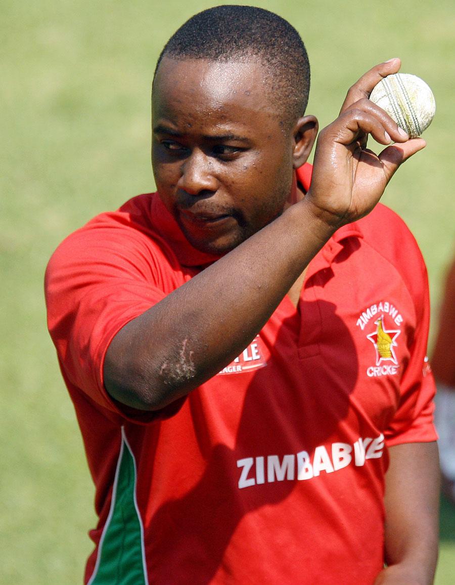 اتسیا ایڈو برینڈس کے بعد زمبابوے کے دوسرے باؤلر ہیں جنہوں نے ایک روزہ مقابلے میں ہیٹ ٹرک کی (تصویر: AFP)