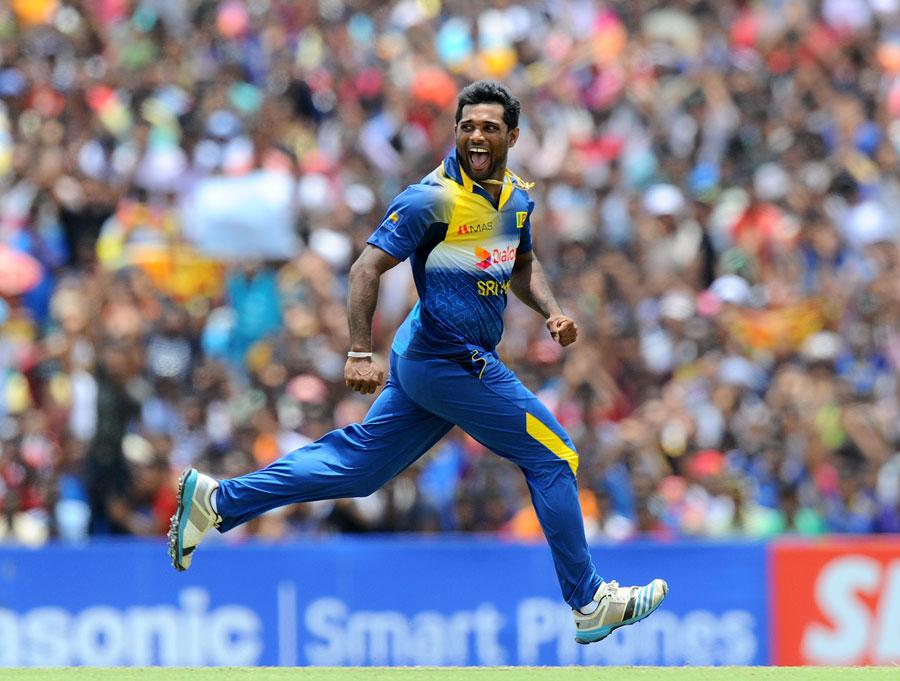 سری لنکا کے لیے آج خوشی کا دن تھا، عالمی کپ کی تیاریوں کے سلسلے میں پاکستان سے سیریز جیتنا بہت اہم تھا (تصویر: AFP)