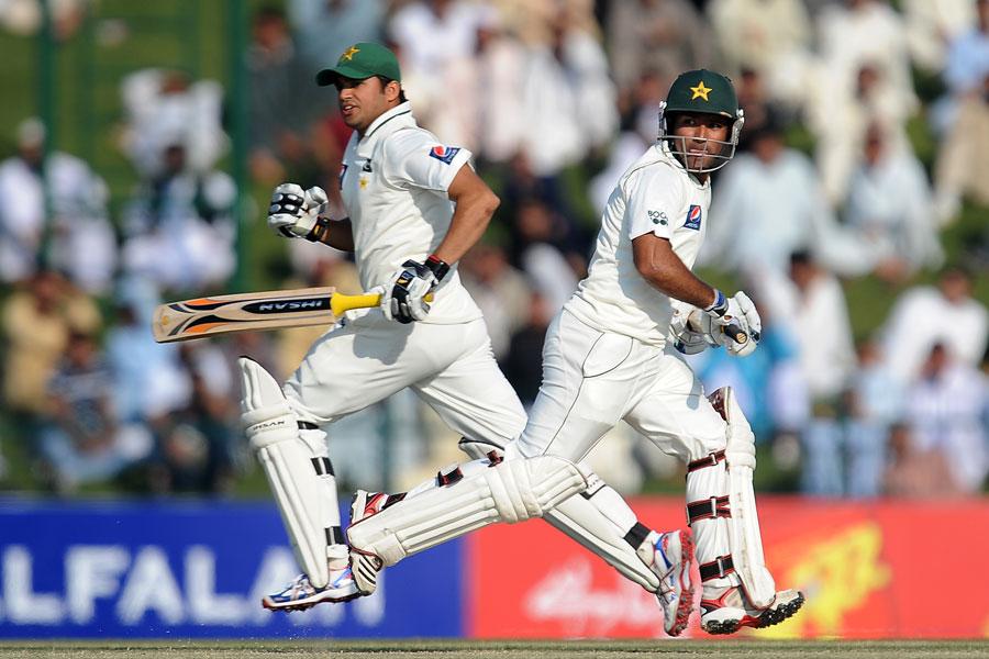 اظہر علی اور اسد شفیق کو جلد ثابت کرنا ہوگا کہ وہ مصباح الحق اور یونس خان کے خلاء کو پورا کرسکتے ہیں (تصویر: AFP)