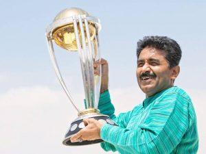 جو کھلاڑی میدان میں موجود نہ ہو اس کے بارے میں نہ سوچیں، اپنی ذمہ داری کا ہوش کریں: پاکستانی کھلاڑیوں کو جاوید میانداد کا مشورہ (تصویر: Reuters)