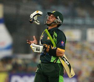 کپتانی کی ''خواہش'' رکھنے کھلاڑی مصباح کے ہاتھ مضبوط کرنے کی کوشش کریں (تصویر: AFP)