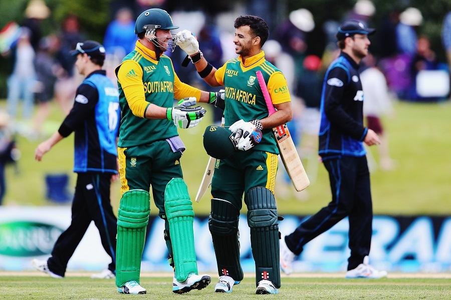 ڈی ولیئرز اور دومنی کی 139 رنز کی کی ناقابل شکست شراکت داری کی بدولت جنوبی افریقہ نے ہدف 49 ویں اوور میں حاصل کرلیا (تصویر: Getty Images)