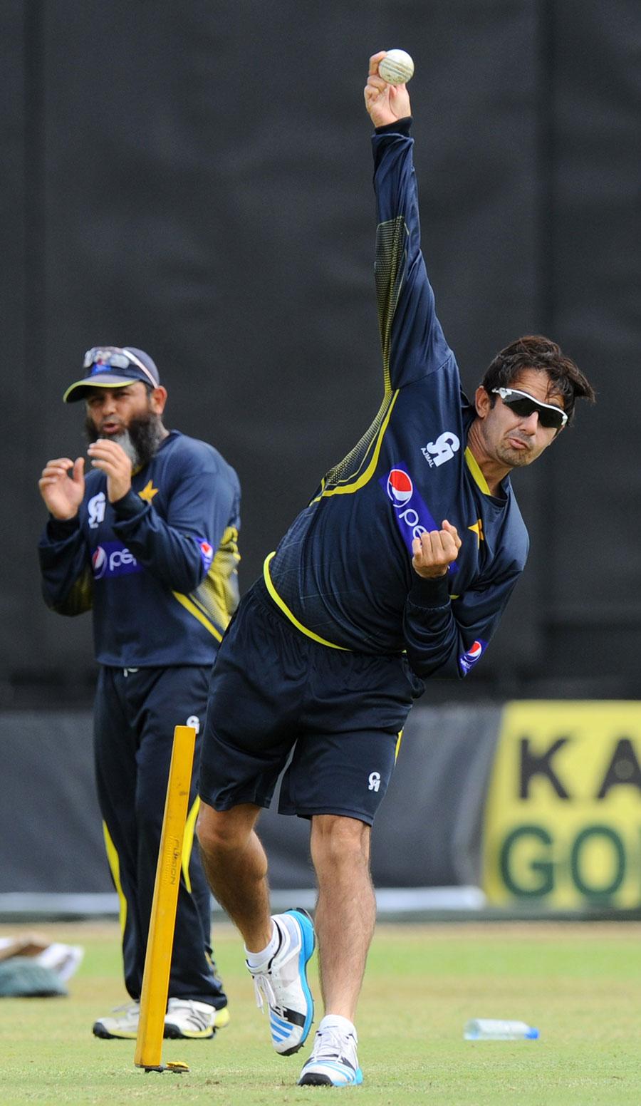نئے ضابطوں کے لاگو ہونے کے بعد سے اب تک جانچ کروانے والے تمام گیندبازوں پر پابندی لگی ہے، جن میں پاکستان کے سعید اجمل بھی شامل ہیں (تصویر: AFP)